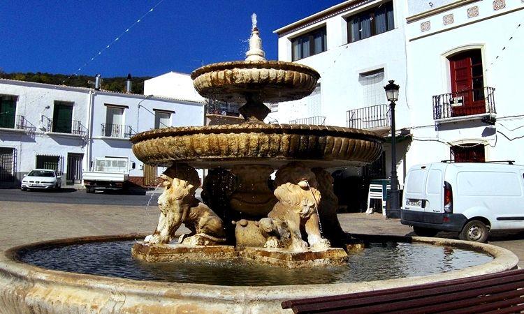 Plaza del Ayuntamiento de Paterna del Río