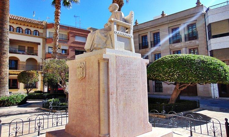 Monumento del Cura Valera (Huércal-Overa)