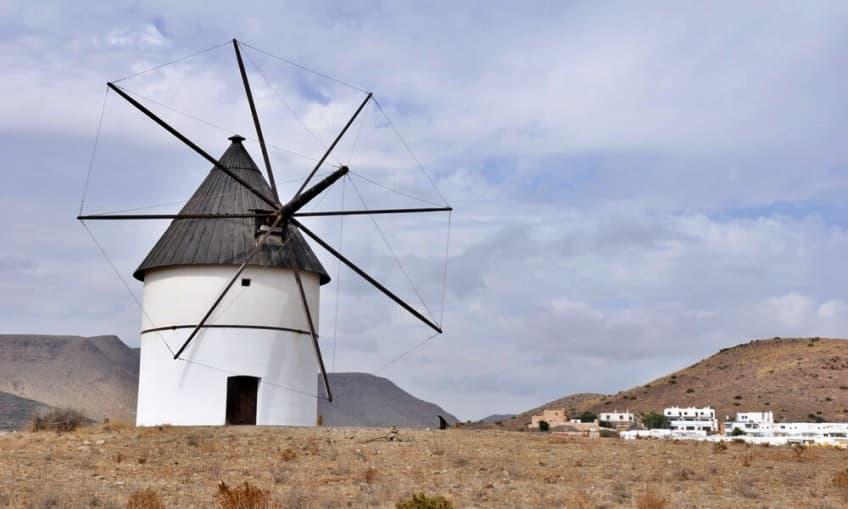 Molino de viento en El Pozo de los Frailes (Cabo de Gata - Almería)