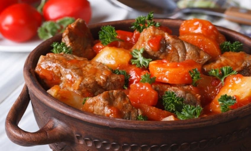 Meat stew with tomato