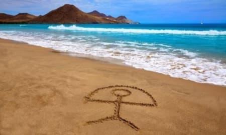Símbolo del Indalo en la playa de los Genoveses (Cabo de Gata - Almería)